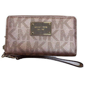 Micheal Kors Jet Set Wallet in Metallic Pink
